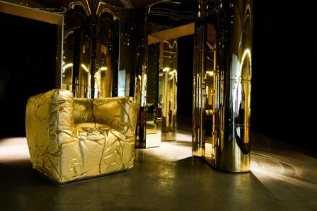 Goldene Sitzmöbel